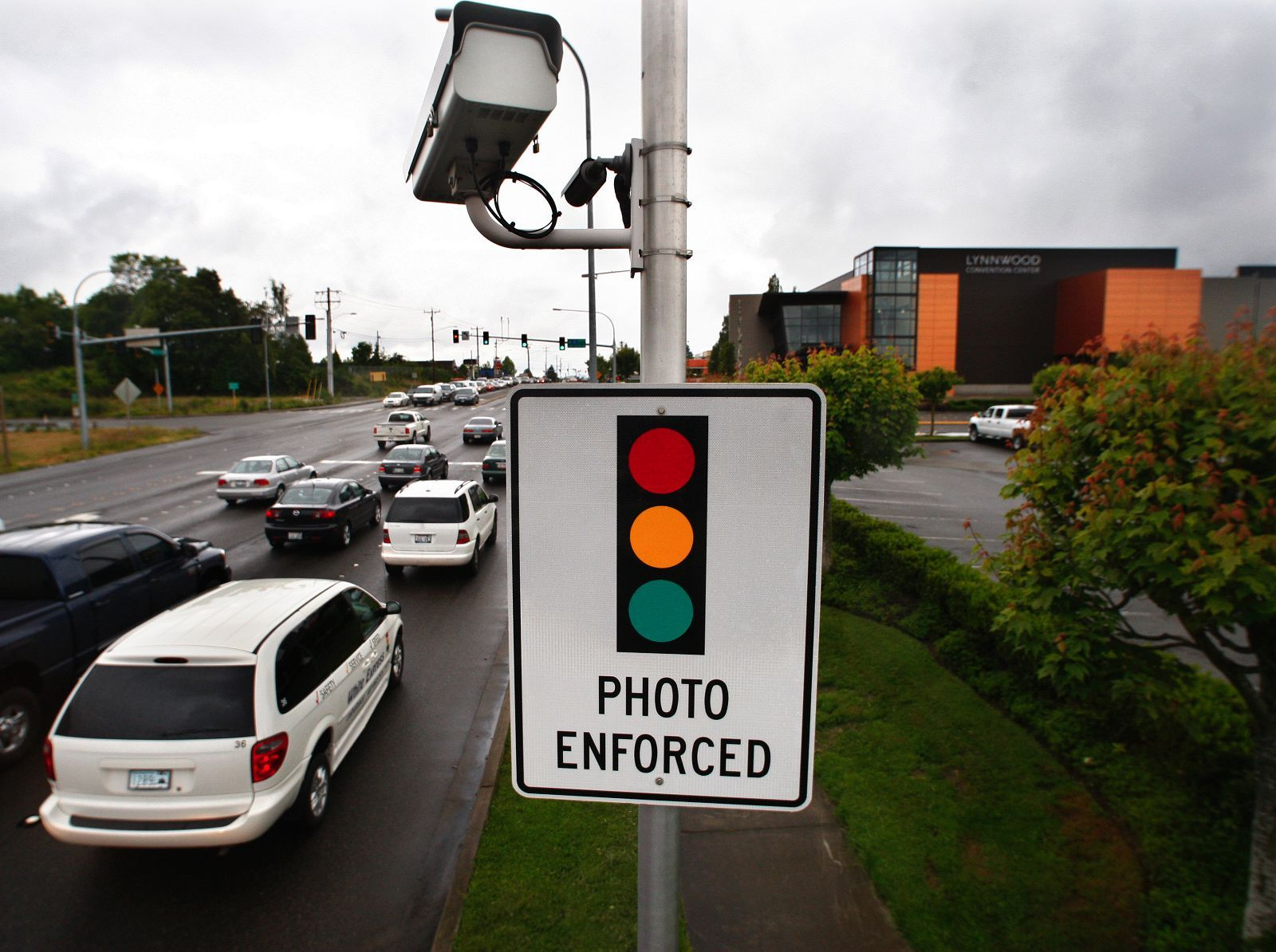 Red-Light-Camera-Lynnwood-WA_by-Dan-Bates-Everett-Herald